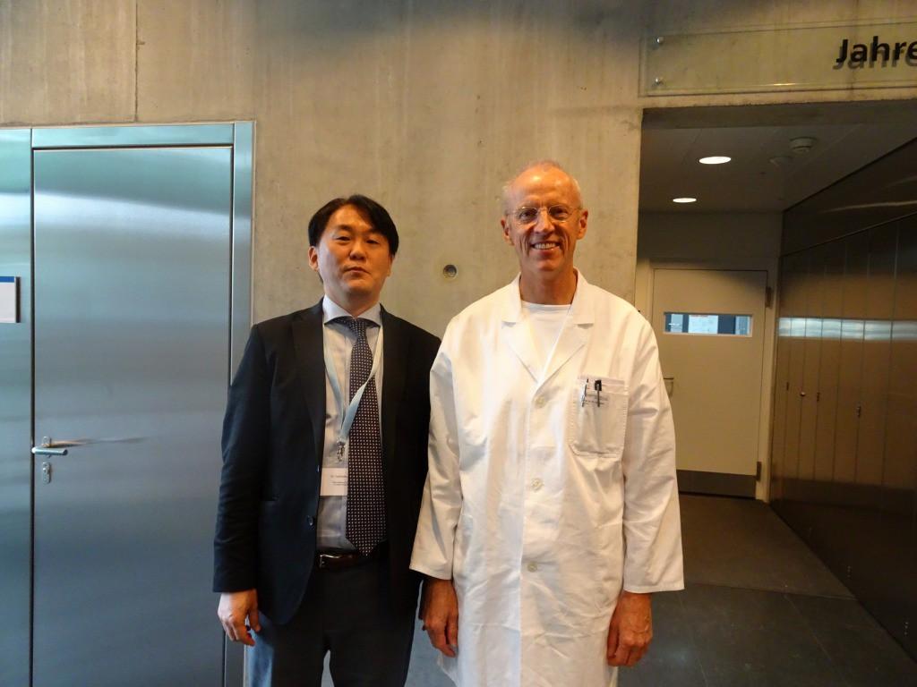 チューリッヒ大学インプラントコース主任教授ヘンメル先生と